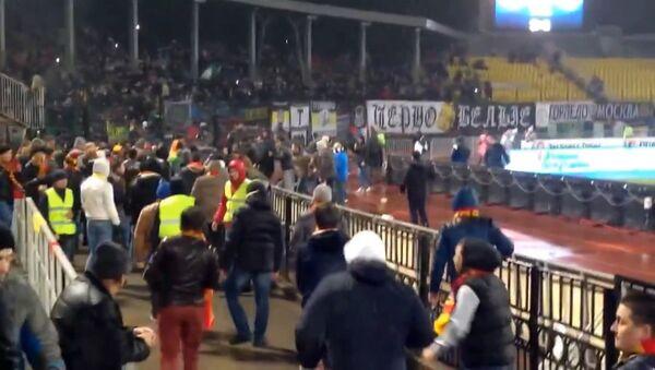Драка на матче ЧР между футбольными фанатами Арсенала и Торпедо в Туле. Архивное фото