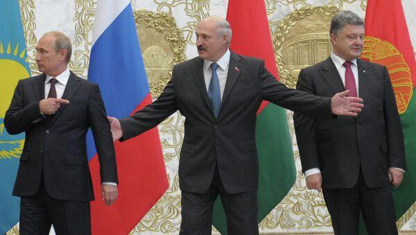 Президент России Владимир Путин, президент Белоруссии Александр Лукашенко, президент Украины Петр Порошенко и верховный представитель по иностранным делам и политике безопасности ЕС Кэтрин Эштон, 26 августа 2014