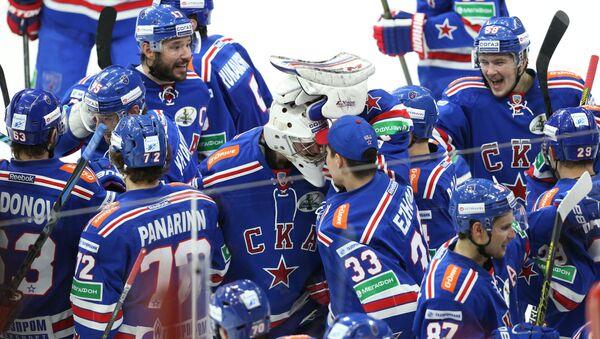 Игроки СКА радуются победе в матче 1/2 финала плей-офф Кубка Гагарина Континентальной хоккейной лиги между ХК СКА (Санкт-Петербург) и ПХК ЦСКА (Москва)