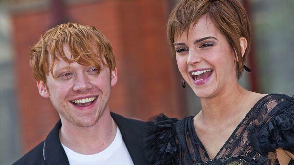 Британские актеры Руперт Гринт и Эмма Уотсон перед премьерой фильма Гарри Поттер и Дары Смерти: Часть 2