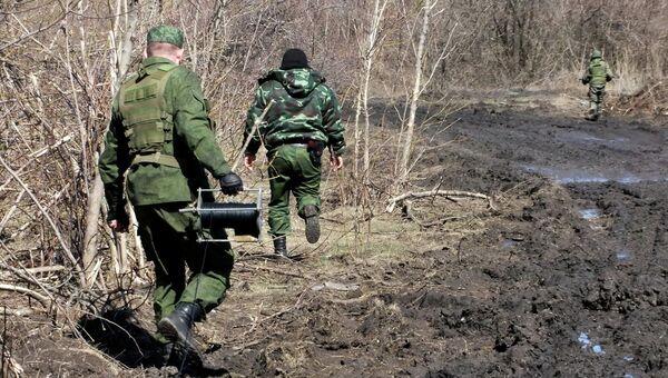 Обезвреживание неразорвавшихся боеприпасов на территории ДНР. Архивное фото