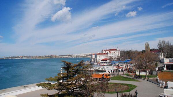 Вид на набережную из отеля Севастополь в Севастополе