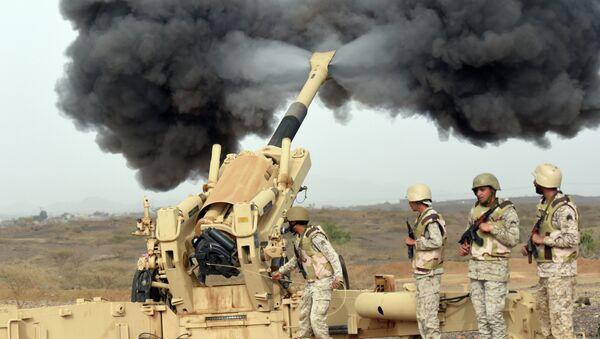Артиллерия Саудовской Аравии обстреливает территорию Йемена. Апрель 2015 года