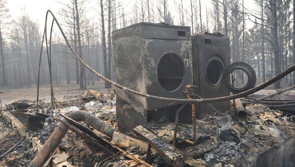 Последствия пожара в дачном кооперативе Полянка в окрестностях микрорайона Добротный села Смоленка в Забайкальском крае