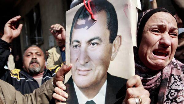 Столкновения сторонников и противников Хосни Мубарака в Каире. Архивное фото
