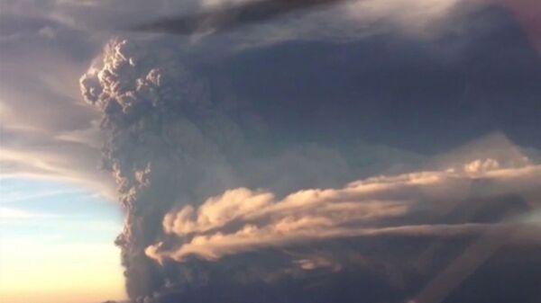 Извержение вулкана Кальбуко в Чили. Архивное фото