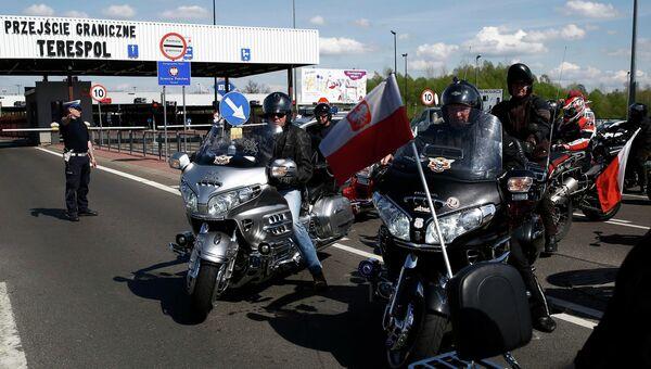 Польские байкеры ожидают членов мотоклуба Ночные волки
