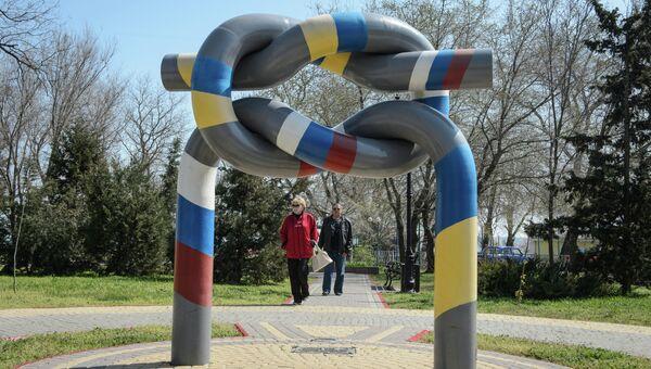 Памятник дружбе Украины и России в Керчи