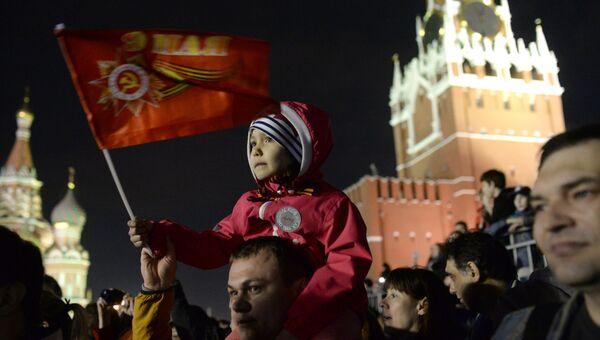 Россияне принимают участие в прездничных мероприятиях в честь Дня Победы