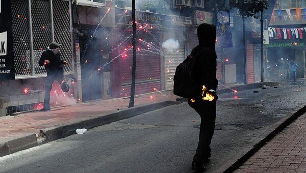 Беспорядки возле площади Таксим в Стамбуле во время первомайского митинга