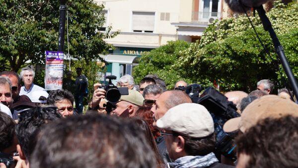 Глава Минфина Греции Варуфакис на первомайском митинге в Афинах