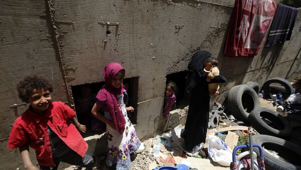 Дети в убежище после авиаударов по столице Йемена. Архивное фото