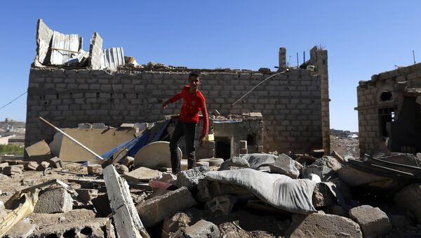 Последствия авианалета ВВС коалиции во главе с Саудовской Аравией в столице Йемена Сане. Архивное фото