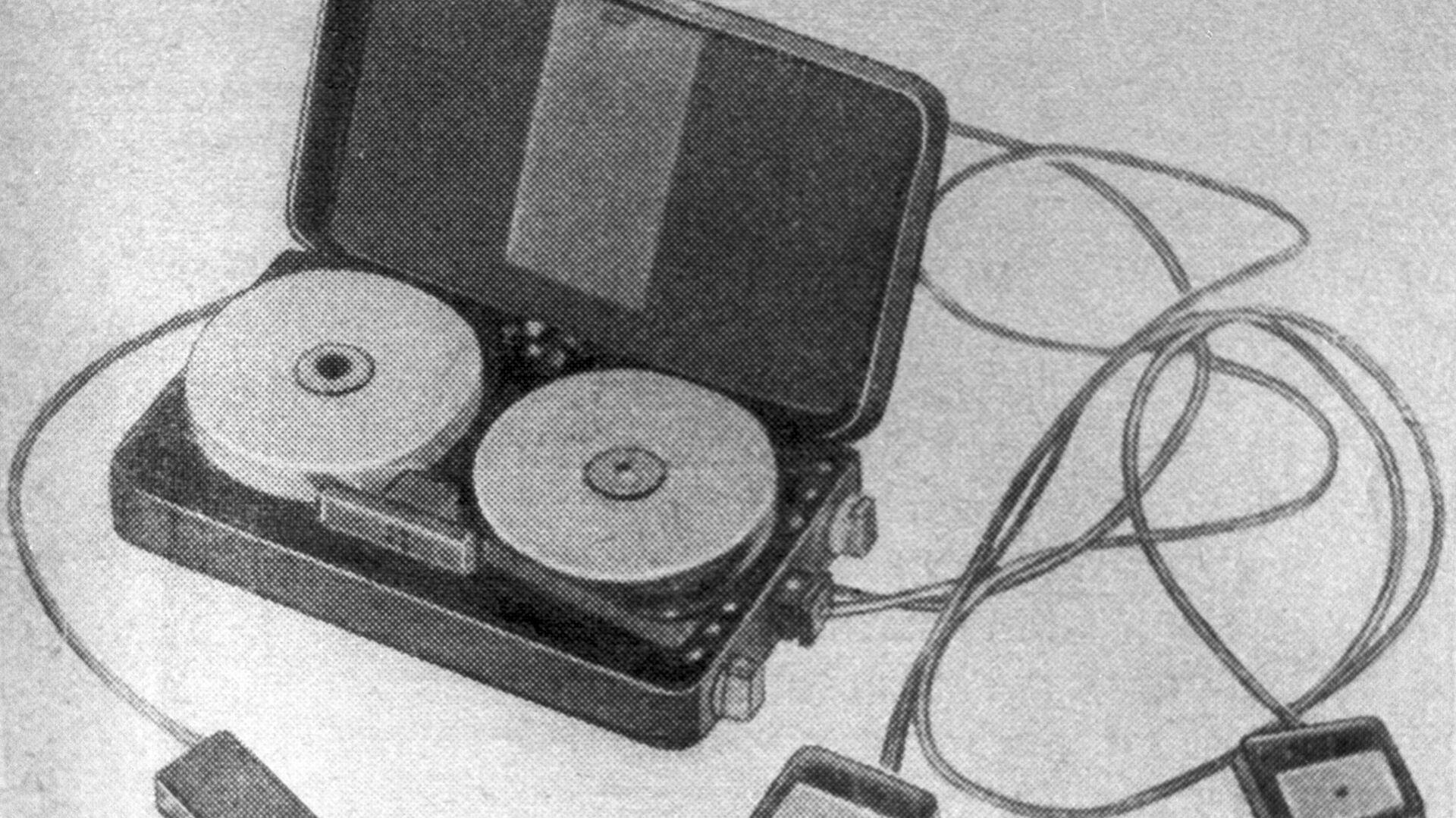 Портативный магнитофон американского шпиона Смита - РИА Новости, 1920, 03.04.2020