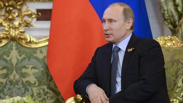 Президент Российской Федерации Владимир Путин во время встречи в Кремле с председателем Китайской Народной Республики Си Цзиньпином