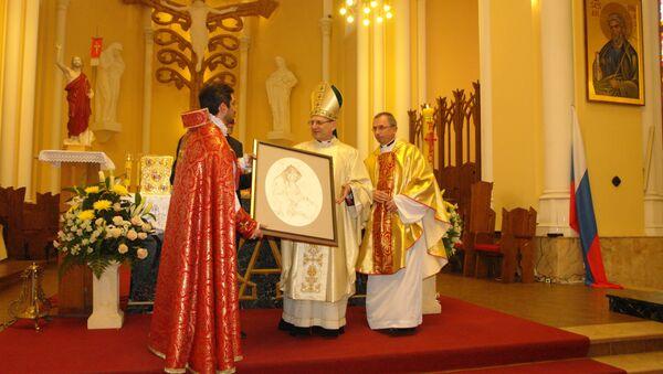 Префект Конгрегации канонизации святых кардинал Анджело Амато участвовует в богослужении по армянскому обряду