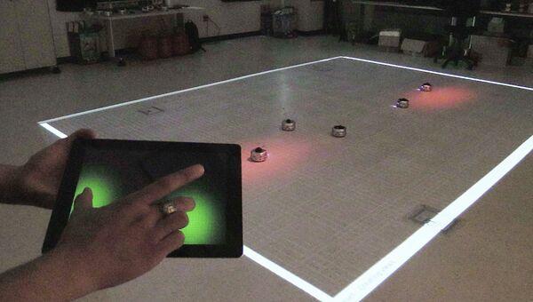 Стая роботов, управляемая при помощи планшета