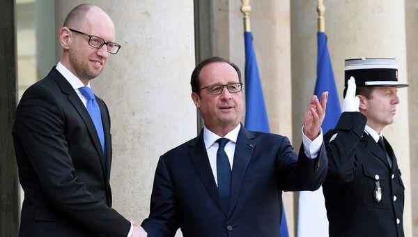 Президент Франции Франсуа Олланд и премьер-министр Украины Арсений Яценюк во время встречи в Париже. Архивное фото