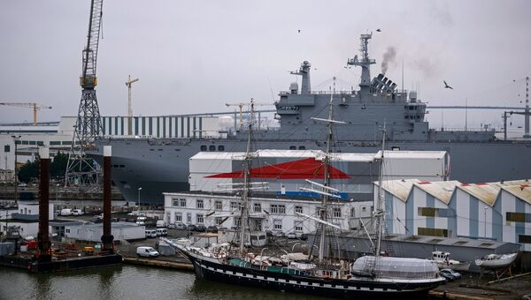 Десантный вертолетоносный корабль-док Владивосток типа Мистраль