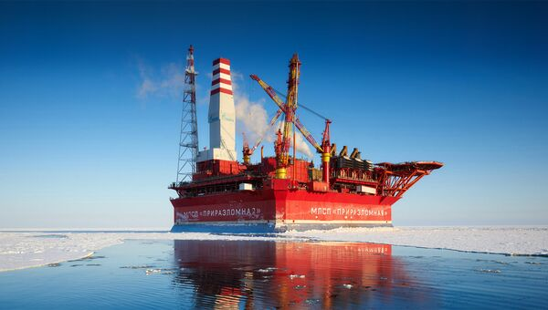 Морская нефтеперерабатывающая платформа Приразломная. Архивное фото