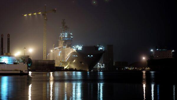Десантный вертолетоносный корабль-док типа Мистраль. архивное фото
