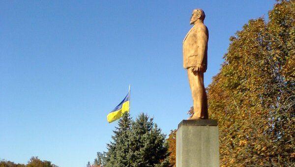 Памятник Ленину в городе Гуляйполе, Украина. Архивное фото