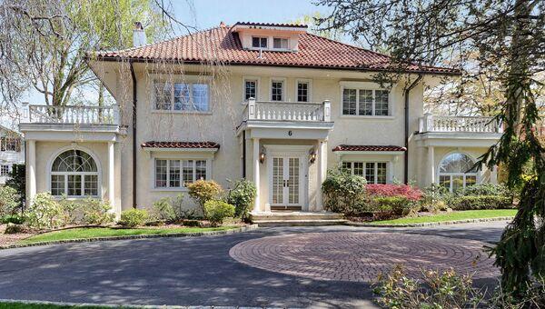 Дом, где Ф. Скотт Фицджеральд жил в с 1922 по 1924 г. в селе Great Neck Estates на Лонг-Айленде за пределами Нью-Йорка
