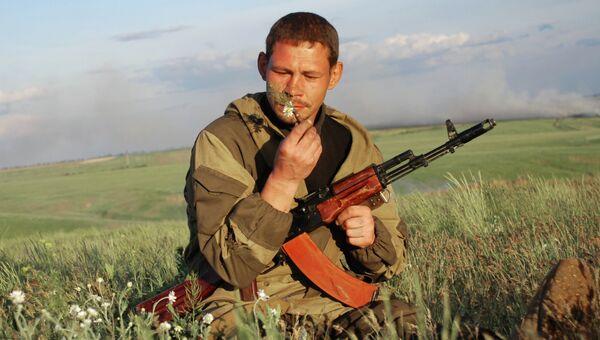 Боец батальона Викинги 1-ой Славянской бригады Донецкой народной республики у села Белокаменка