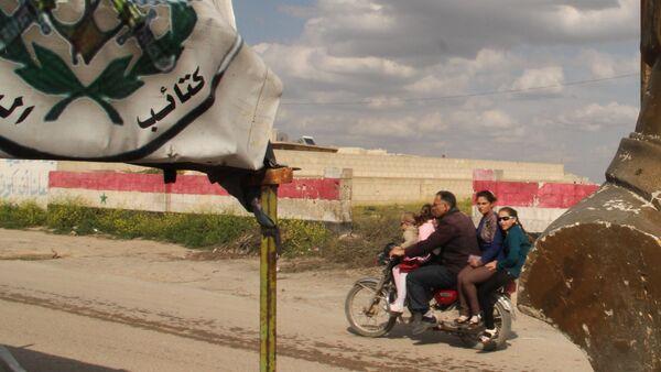 Бюст бывшего президента Хафеза Асада на блокпосту на въезде в город Хомс