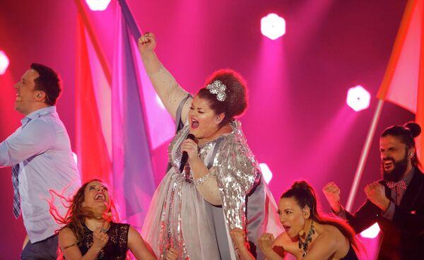 Певица Бояна Стаменов из Сербии выступает в финале конкурса Евровидение