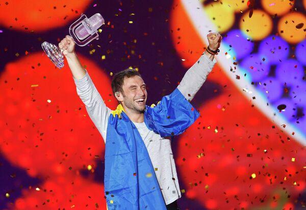 Монс Петтер Альберт Сален Зелмерлев из Швеции радуется победе в конкурсе Евровидение