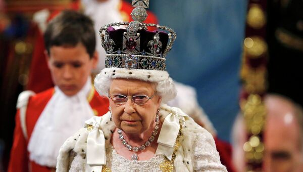 Королева Великобритании Елизавета II перед выступлением в Палате лордов