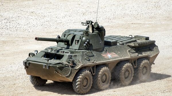 Самоходное артиллерийское орудие С23 Нона-СВК на базе бронетранспортёра БТР-80 во время показа техники в рамках подготовки к международному военно-техническому форуму Армия-2015