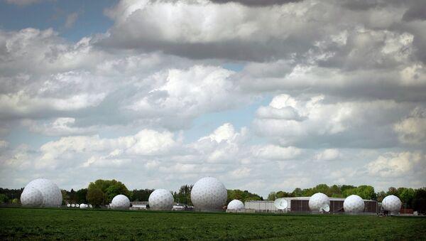 Купола радаров станции перехвата информации немецкой службы разведки БНД. Архивное фото