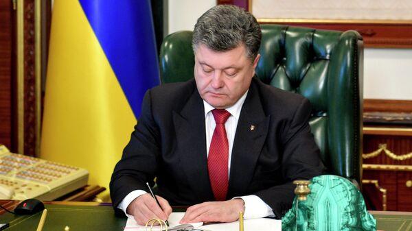 Порошенко уволил двух внештатных советников