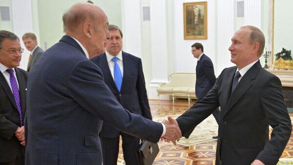 Президент РФ Владимир Путин встретился с экс-президентом Франции Валери Жискар д'Эстеном
