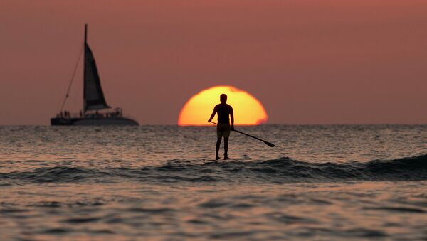 Солнце над Тихим океаном, архивное фото