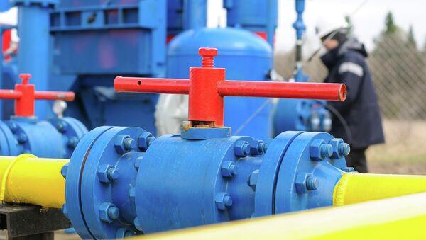 Рабочий на газовой станции