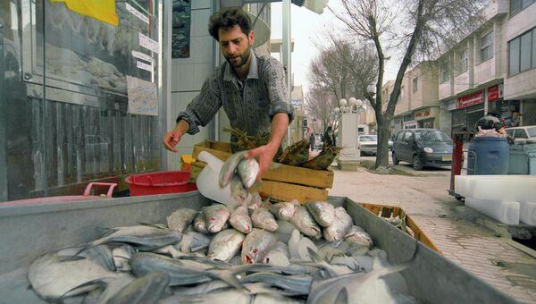 Торговец рыбой. Архивное фото