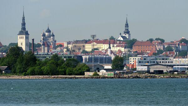 Таллин. Вид на Старый город с пляжа в Кадриорге. Архивное фото