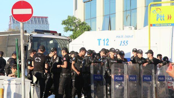 Полиция в Стамбуле. Архивное фото