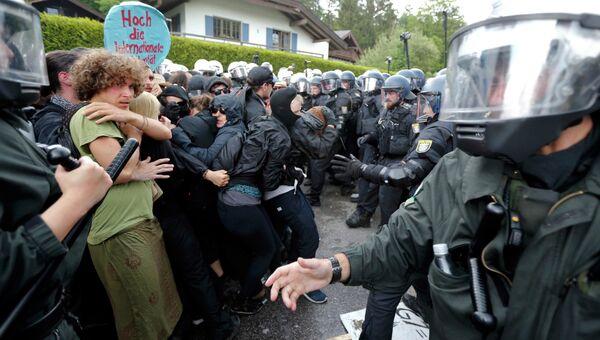 Акция протеста против политики большой семерки в немецком Гармиш-Партенкирхен