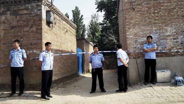 Китайские полицейские на месте стрельбы в провинции Хэбэй