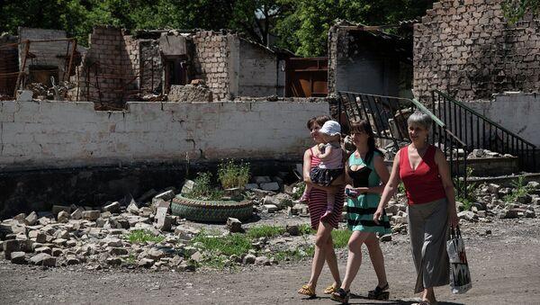 Жители деревни Новотошковское Донецкой области. Архивное фото