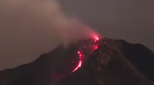 Вулкан Синабун разбушевался