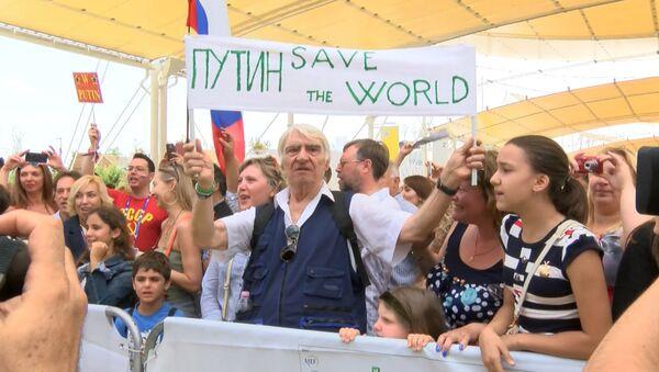 Итальянцы скандировали Виват, Путин и просили президента РФ спасти мир