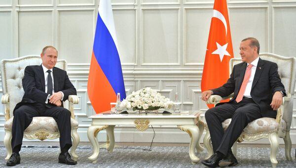 Президент России Владимир Путин и президент Турции Реджеп Тайип Эрдоган во время встречи в Баку