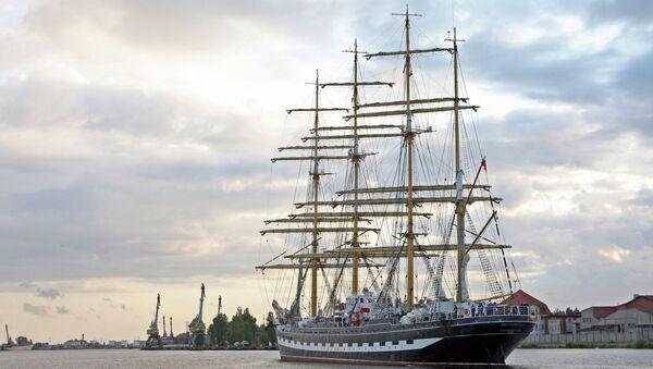 Вид на российское парусное судно Крузенштерн. Архивное фото