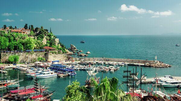Вид на гавань в Анталье, Турция