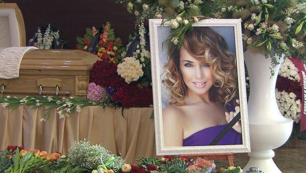 Прощание с Жанной Фриске: цветы, слезы и тысячи поклонников